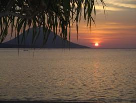 Atardecer en Sulawesi que evoca todo el Poder del Solsticio de Verano