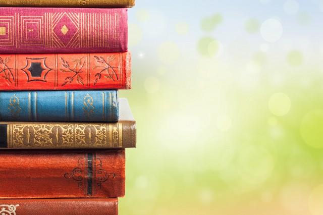 Conjunto de libros que evocan esta lista con recomendaciones de literatura inspirada en oriente