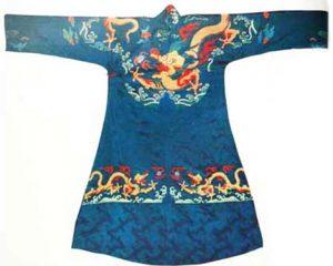 Ejemplo de Toga Imperial con Dragón Bordado Shangri La Feng Shui